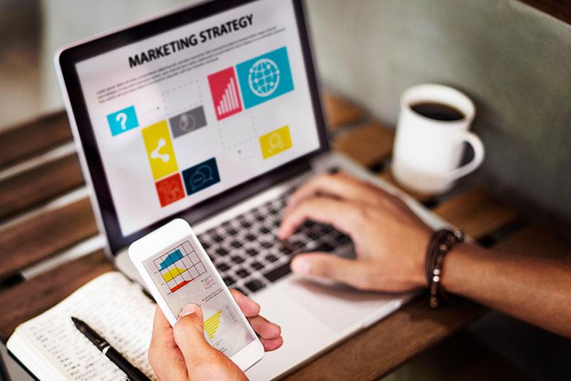 Imagen Notebook y smartphone - Curso Marketing Digital